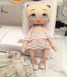 Главное, что в ботинках🤓👞👞 остальное подождёт 🤔😜 #tekstildoll #hobby #handmadedolls #handmade #mylovelydolls #кукла #текстильнаякукла #ручнаяработа #авторскаякукла #одеждадлякукол #кукларучнойработы #doll #dolls #куколка #интерьернаякукла #обувьдлякуклы #кукольнаяобувь
