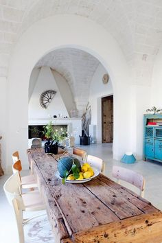 This beautiful simple chic house in Apulia, Italy, belongs to architect Raffaele, his wife Francesca and their two children. After an extensive renovation, the family have found their 'haven of serenity' in this beautiful country home. The decor has been kept simple, with lots of wood, white wall and some colorful eye-catching furniture furniture pieces. Via stylefiles