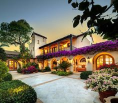 Beautiful Spanish styled villa | Florida | Elegant homes | Find more tips for agents and brokers on the Zenergyst real estate blog at zenergyst.com/blog