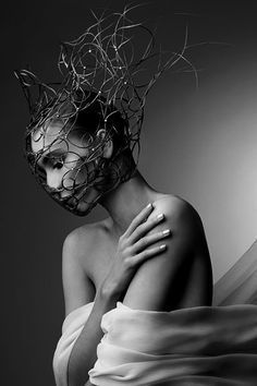 Creative Hair Couture, love the form it takes like a mask. If Avant Garde has a physical look, this would be one of them. Foto Fashion, Fashion Art, Trendy Fashion, High Fashion, Dark Fashion, Art Photography, Fashion Photography, Photography Timeline, Foto Portrait