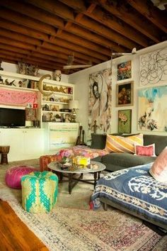 Now this is eclectic! I like the art work. NYC cottage