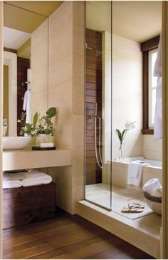 Tiny house bathroom - Looking for small bathroom ideas? Take a look at our pick of the best small bathroom design ideas to inspire you before you start redecorating. Bathroom Tub Shower, Tub Shower Combo, Bath Tub, Glass Shower, Bath Tiles, Master Bathroom, Vanity Bathroom, Tile Showers, Bathtub Tile