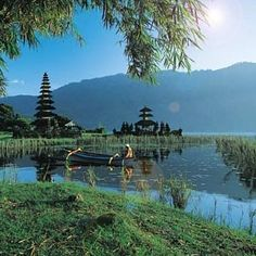 Bali, Indonesia - Indonesia is an archipelago which can make traveling slightly confusing if you are unfamiliar with terrain and destinations. Here's how it works...