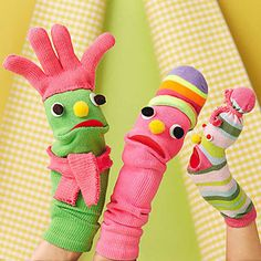 27 DIY Sock Toys: How to Make Sock Animal Puppets for kids - Diy Craft Ideas & Gardening Diy Sock Toys, Sock Crafts, Puppet Crafts, Horse Crafts, Sock Puppets, Hand Puppets, How To Make Socks, Bird Puppet, Crafts For Kids