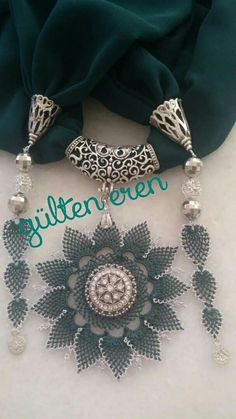 This Pin was discovered by güz Scarf Jewelry, Diy Jewelry, Handmade Jewelry, Crochet Flowers, Crochet Lace, Tatting, Crochet Collar, Needle Lace, Lace Making