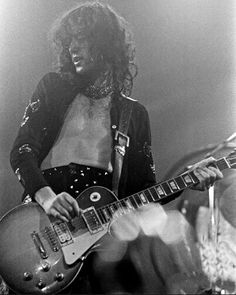 Jimmy Page Jan 1975 Detroit  Injured left hand ring finger is still discolored