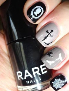 Ruth took the classy route with her neutral manicure and Victorian-inspired nail art stickers.