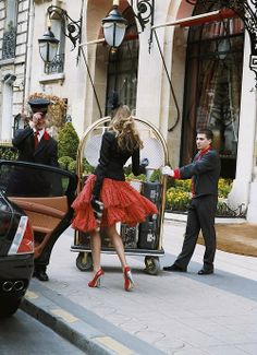 Carrie at Plaza Athenee Hotel Paris Parisienne Chic, Mode Chic, Mode Style, Just Girly Things, Glamour, Plaza Athenee Paris, Image Paris, Moda Formal, Cooler Look