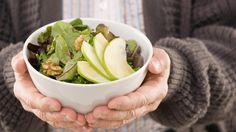 Eine gesunde Ernährung mit viel Obst und Gemüse kann helfen, den Blutdruck zu senken.  (Quelle: Thinkstock by Getty-Images)