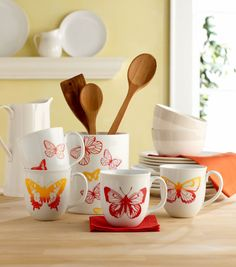 Love these butterfly coffee cups and spoon holder from @Plaid Crafts!  #creativitymadesimple