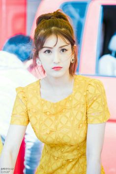 Jeon Somi is a Korean solo singer who became well known after competing on the survival shows Sixteen & ranking first in Produce S. Kpop Girl Groups, Kpop Girls, Get Skinny Legs, Kim Seol Hyun, Jeon Somi, Elegant Wedding Hair, Wedding Dress, Kpop Outfits, Girl Crushes