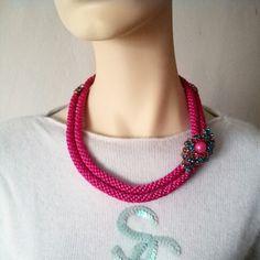 Collar Luvjan de seda en dos niveles con detalle en cristal www.facebook.com/bycosmicgirl