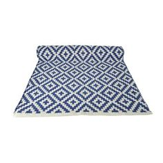Give your kitchen or hallway a new look with the lovely small Gås rug from Boel Navy White Bedrooms, White Rooms, Picnic Blanket, Outdoor Blanket, Nook And Cranny, Traditional Fabric, Fabric Rug, Graphic Patterns, Navy And White