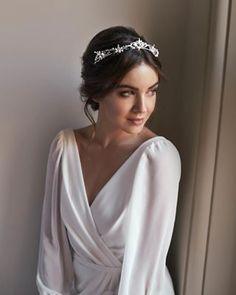 Trendy bridal veil with tiara makeup Hairdo Wedding, Bridal Hair Updo, Wedding Hair And Makeup, Bridal Headpieces, Hair Makeup, Tiara Hairstyles, Wedding Hairstyles, Bride Tiara, Wedding Hair Inspiration