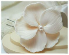 Hey, I found this really awesome Etsy listing at https://www.etsy.com/listing/185966123/white-hibiscus-hair-pin-white-hibiscus