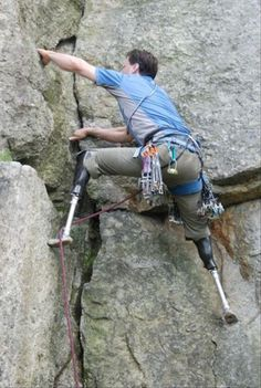 Heroic Hugh Herr lost both legs after a disastrous climbing trip when he was 17 - but it hasn't stopped the Massachusetts adventurer enjoying the sport he loves. Frases Coaching, Leadership, Life Coaching, Trekking, Prosthetic Leg, Escalade, Picture Day, Jolie Photo, Mountaineering