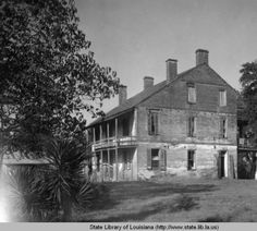 Live oaks Plantation Bains plantation home in Pointe Coupee Parish Louisiana :: State Library of Louisiana Historic Photograph Collection Old Southern Homes, Southern Mansions, Southern Style, Southern Comfort, Southern Charm, Old Buildings, Abandoned Buildings, Abandoned Places, Abandoned Plantations