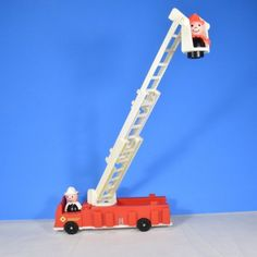 Play Family 928 Fire Station Little People 1980s Fire Truck and 2 firemen only