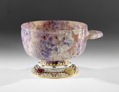 Cup, amethyst and agate from Ciboušov, 14th c ; mouting : gold, enamel, emeralds, sapphire, hyacinth (almandine) , cat's eye , diamonds, rubies, 17th c
