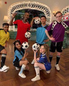 Instagram Netflix Movies, Movie Tv, Sabrina Carpenter Outfits, Cute School Uniforms, Icarly, Girl Meets World, Believe In God, Ronald Mcdonald, Fangirl