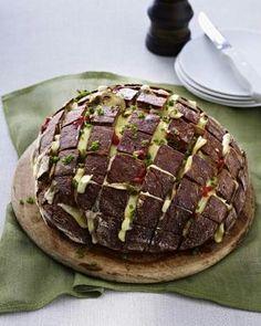 Gefülltes Brot mit Käse und Pilzen