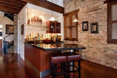 Nice back wall ........Wet bar on the North Side.