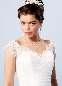 b13f6ab03b3f Collection Lilly A découvrir dans notre Boutique... V Neck Wedding Dress