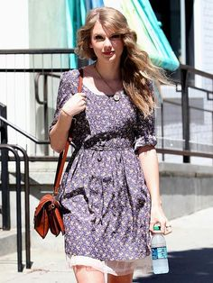 Nice Taylor Swift dresses Taylor. I know everyone slates how girly/middle of the road she is, but i think ... Check more at http://24shop.ga/fashion/taylor-swift-dresses-taylor-i-know-everyone-slates-how-girlymiddle-of-the-road-she-is-but-i-think/