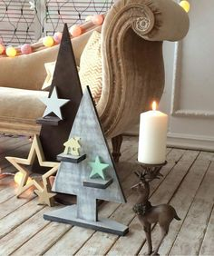 Lots of Christmas tree ideas and decorations. Pallet Christmas Tree, Christmas Room, Modern Christmas, Christmas Projects, Handmade Christmas, Vintage Christmas, Outside Christmas Decorations, New Years Decorations, Diy Wall Art