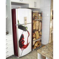 Olha ai que legal o adesivo de geladeira, para dar um ar de adega na sua cozinha😃 A foto é do @rjsign , gostou? Marque seus amigos que curtem um vinhozinho #winelover #vinho #vinhos #dubai #dubailife #espumante #sparkling #sparklingwine #champagne #champanhe #espumante #vinhotinto #vinhobranco #cave #winecellar #adega #vinhozinho #sign