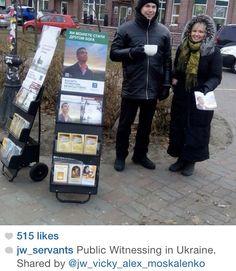 Testigos Predicando en #Ukrania. Jw.org en español.  Mateo 24:14.  (Witnesses preaching in #Ukraina.  Matthew 24:14 Jw.org)