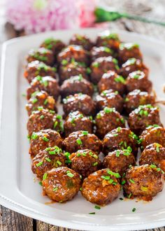 These Sweet and Spicy Korean Meatballs will change your life. They're made with lean beef, flavored with garlic and Sriracha sauce, baked without the hassle of frying and glazed with a spicy apricot glaze. Meat Recipes, Asian Recipes, Appetizer Recipes, Cooking Recipes, Korean Appetizers, Asian Foods, Spicy Meatballs, How To Cook Meatballs, Oven Baked Meatballs