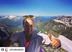 Gratulerer med dagen! #reiseliv #reisetips #reiseblogger #reiseråd  #Repost @stinebrekke (@get_repost)  Yesterday (19.july) i celebrated my birthday on top of Hornindalsrokken 1529 a.s.l in perfect summerweather ---------////---------------------------------#topptur #celebrationtime