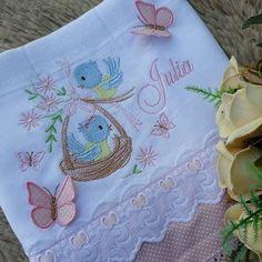 leone lima enxovais @leonelima.enxovais instagram videos photos - Fraldas lindas da Julia ❤ ⠀⠀⠀⠀⠀⠀⠀⠀ 🔗 Para valores Cute Embroidery, Embroidery Kits, Machine Embroidery Designs, Mosaic Animals, Iron On Fabric, Baby Memories, Design Girl, Cross Paintings, Baby Crafts
