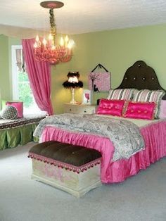 Teenager bedroom- really cute love the window seat