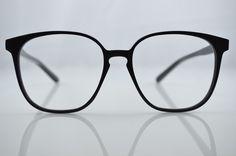 Custom made eyeglasses atelier.