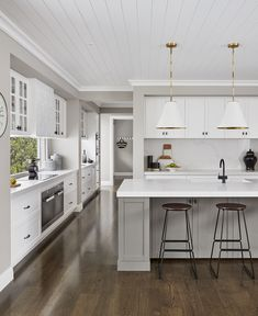 9 Must-Have Inclusions for your Hamptons Kitchen metricon bayville display home hamptons style kitchen Bedroom Walls, Home Decor Bedroom, Living Room Decor, Layout Design, Design Café, Die Hamptons, Hamptons Style Homes, Hamptons Style Bedrooms, Hamptons Living Room