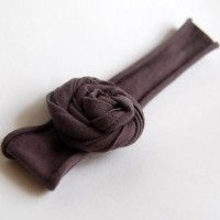 A headband made out of a t-shirt!  So cute ... and I think even I could make it.  :)
