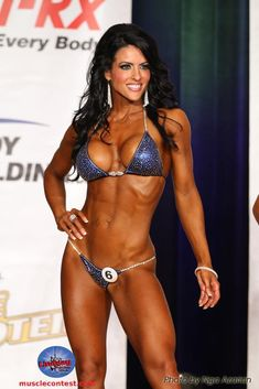 IFBB Bikini Competitor Amanda Latona - loving this suit color Bikini Competition Prep, Fitness Competition, Figure Competition, Competition Makeup, Fitness Show, Chico Fitness, Fitness Models, Bikini Fitness, Bikini Workout