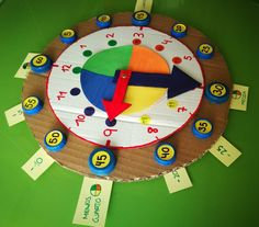 Reloj para aprender las Horas | Los Inventos de Mamá Learning Clock, Kids Learning, Science Projects For Kids, Crafts For Kids, Math Games, Preschool Activities, Catalan Language, Holiday Homework, Felt Books