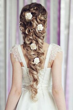 Take inspiration from the girls who never fail - your favourite Disney Princesses. Between Ariel, Cinderella, Belle and Elsa, we've got all the instructions you need to copy their hairstyles for a magic hairdo . Wedding Hairstyles For Long Hair, Pretty Hairstyles, Girl Hairstyles, Bridal Hairstyles, Hairstyle Wedding, Hair Wedding, Easy Hairstyles, Hairstyle Ideas, Hair Styles For Wedding