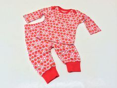 Ready for #Spring #strawberry baby outfit. Seeing how this set turned out I really should have ordered more of this jersey.    Children Clothing Girl #Baby Shirt Pants Outfit by #Stoffenjunkie, €31.50