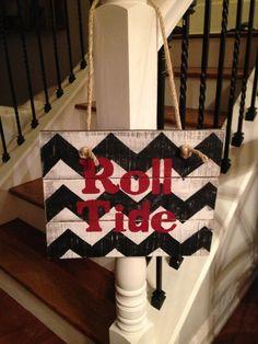 Roll Tide Pallet sign door hanger by NCRDesign on Etsy, $35.00
