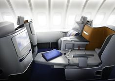Pearson Lloyd has created a new business-class seat and cabin design for Lufthansa which will roll out across the airline's entire long-haul fleet – around 7000 seats. Airplane Interior, Airplane Design, Business Class Tickets, First Class Flights, Aircraft Interiors, Cabin Interiors, Cabin Design, Design Case, First Class