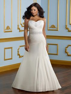 The Julietta plus size wedding dress collection features a variety of bridal gowns to choose from for the contemporary full-figured woman with exquisite taste. Plus Size Wedding Gowns, Wedding Dress Styles, Bridal Dresses, Flower Girl Dresses, Bridesmaid Dresses, Prom Dresses, Evening Dresses, Wedding Dresses For Curvy Women, Lace Bridesmaids
