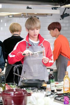 V cooking it's a miracle Hoseok, Namjoon, Kim Taehyung, Seokjin, Daegu, Jimin, Bts Bangtan Boy, Bts Boys, Bts Kim