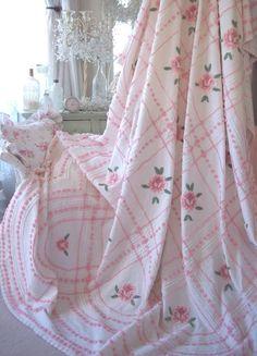PINK ROSES VINTAGE CHENILLE BEDSPREAD POPCORN DESIGN