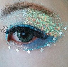 Grunge makeup idea: Glitters on eyes