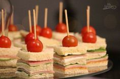 Mini Appetizers, Finger Food Appetizers, Finger Foods, Appetizer Recipes, Mini Sandwiches, Party Food Buffet, Food Platters, Catering Food, Snacks Für Party