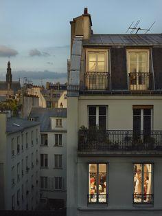 Rue du Faubourg St. Denis, il 17 maggio 2013. - (Gail Albert-Halaban, Courtesy Edwynn Houk gallery)